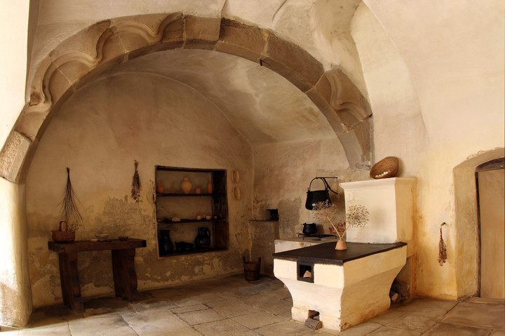 black kitchen (Romanesque arch)